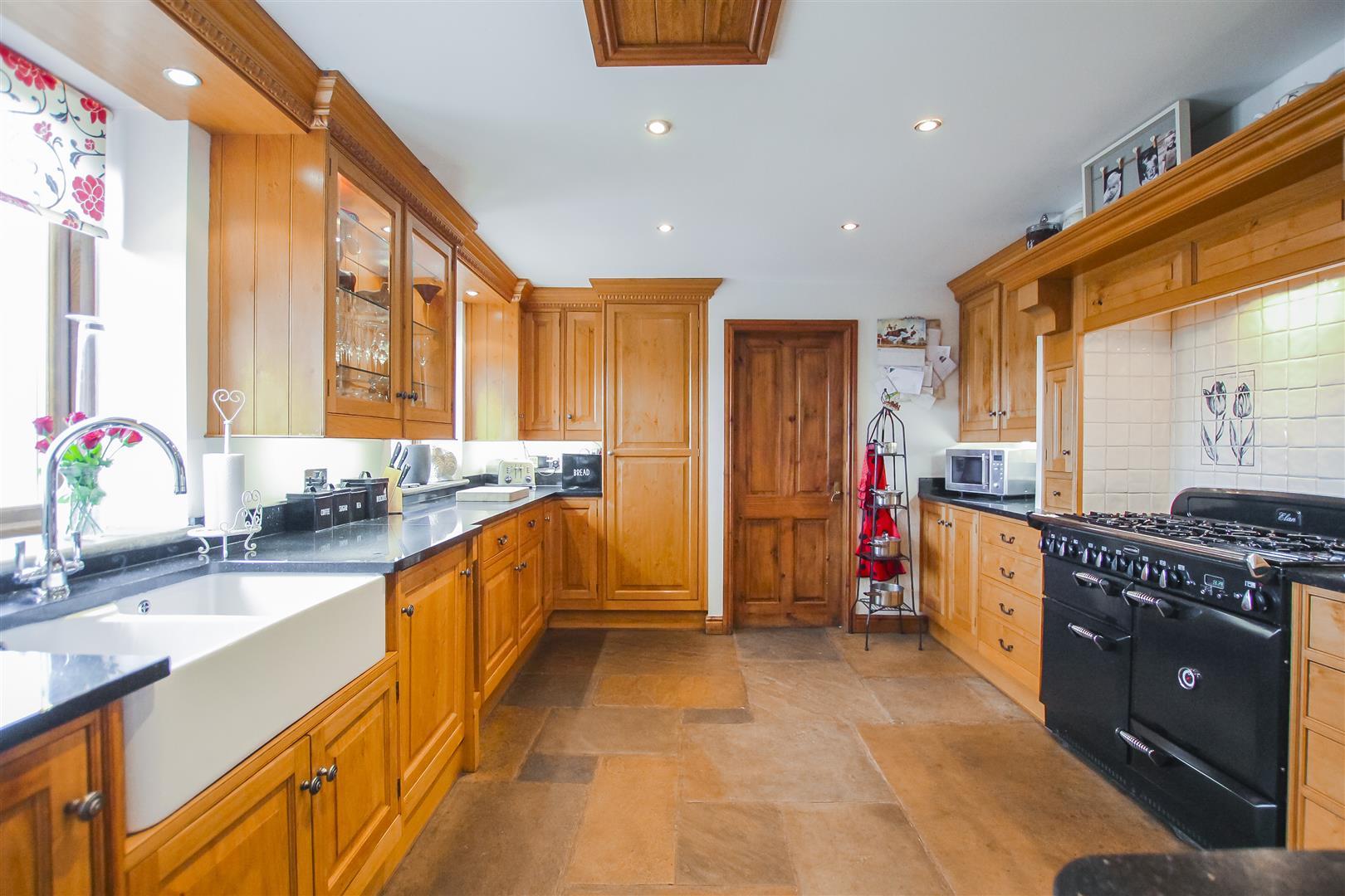 4 Bedroom Semi-detached House For Sale - Image 3